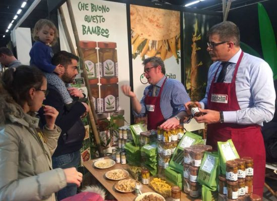 WWEB_MEDIUM_stand_bamboo_alimentaire
